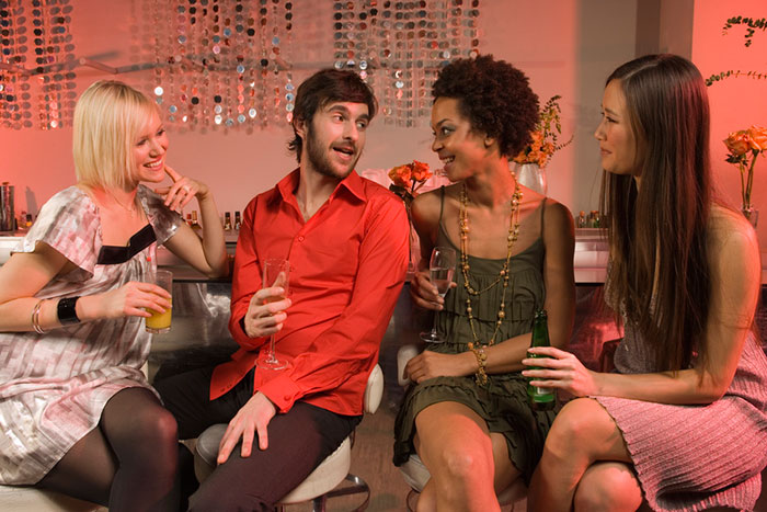 how to pick up a girl in a club Learn how to pick up girls in 7 different situations from 32 world famous dating coaches because ultimately, when a girl is at a bar (or club.
