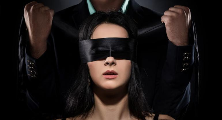 pickup and seduction gambit: blindfold
